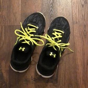 Under Armour Boys Sneakers Size 5.5